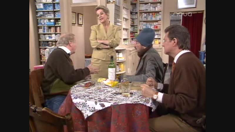 Farmacia de Guardia - 013 - 1x13 - Se busca a Papa Noel [Требуется Дед Мороз]
