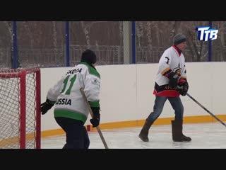 Турнир по хоккею на валенках.