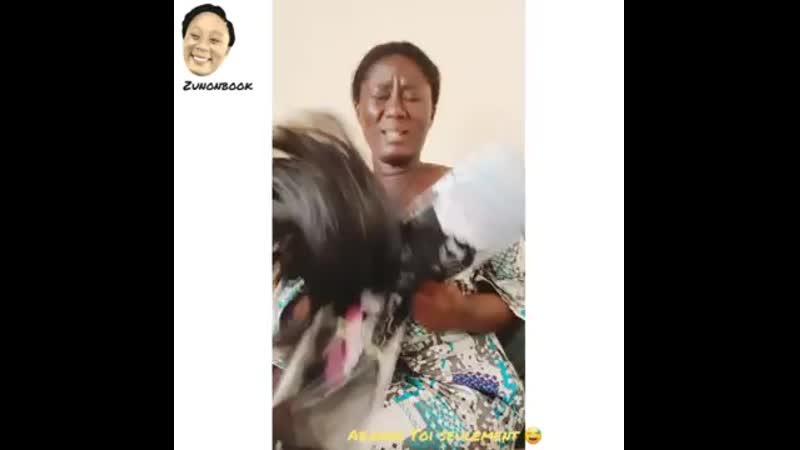 Lartiste Vetcho lolas frappe sa grande sœur qui à son tour fait mal aux oreille.mp4