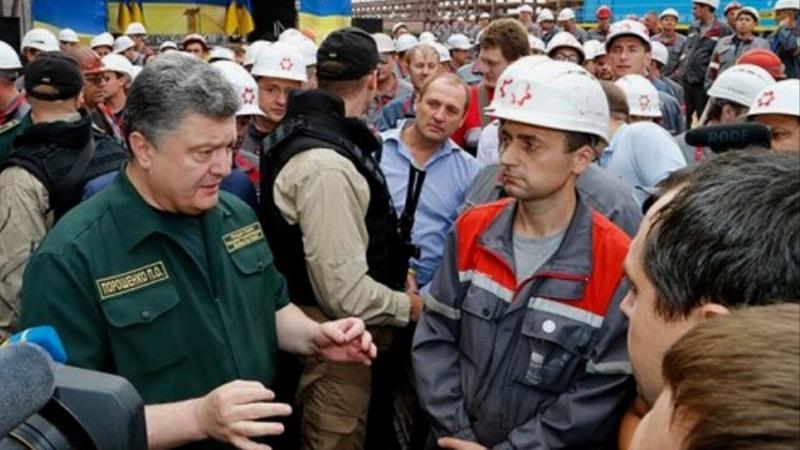 Смелый мужик Порошенко прямо в ЛИЦО: Гнида, ты же убиваешь собственный народ