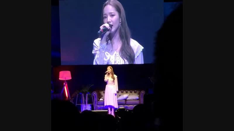 Ещё на фан-митинге МинЕн исполнила песню певицы Younha чась1