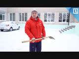 Дворник-художник рисует на снегу