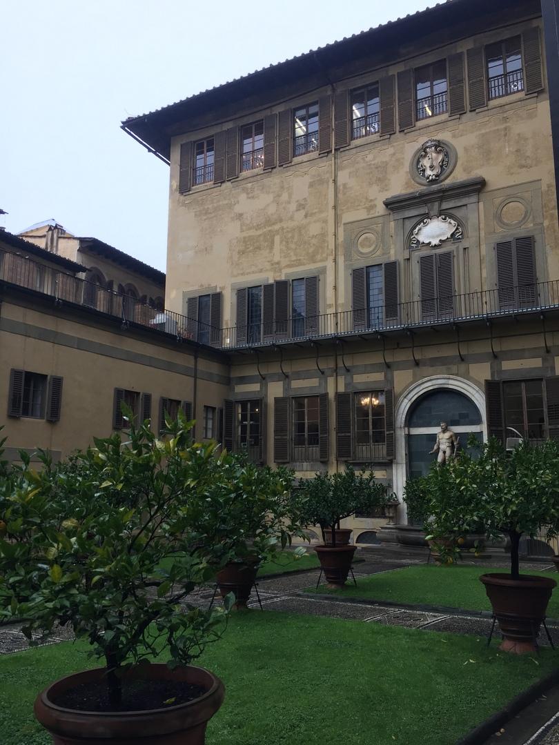 Приключения во Флоренции. Внутренний двор дворца Медичи