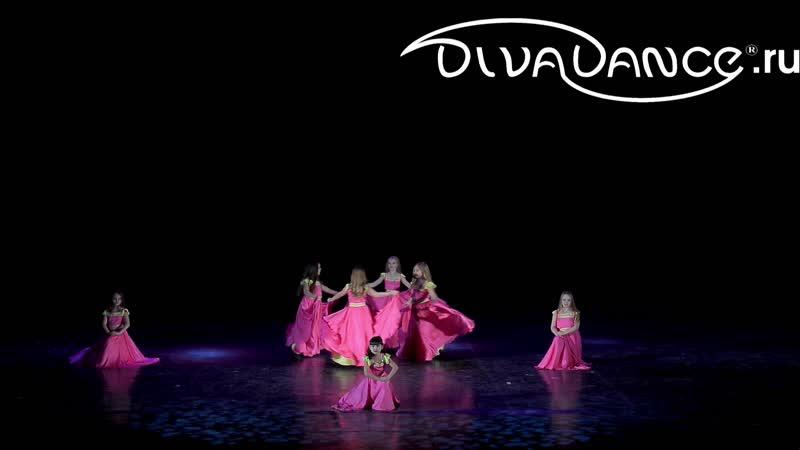 Лепестки роз детский беллиданс школа танца Диваданс