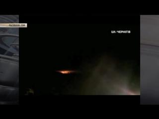 Огненное зарево в небе над Украиной: опубликованы кадры взрывов на военном складе под Черниговом