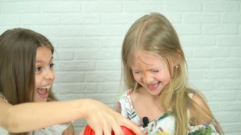 Челлендж 😂 Выдави Прыщ Игра для Детей Pop-A-Zit Game Challenge 👉 Василиса ТВ 👍