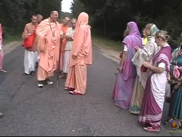 Blissful Japa Walk - Bhakti Vikas Swami Maharaj with Jaypataka Swami Maharaj, 2004