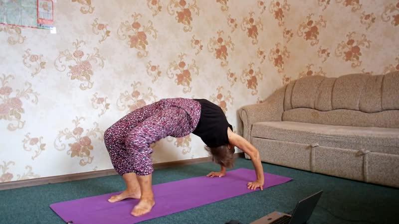 Бабушка и йога (прикол) -- Granny yoga (joke)
