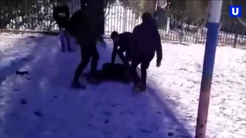 В Новошахтинске школьники жестоко избили новенького, прыгая у него на голове