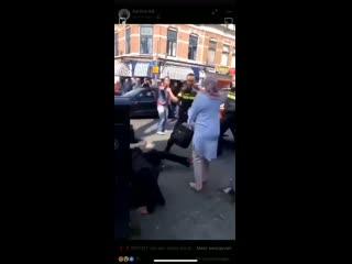 Европейские полицейские это вам не цепные псы путинского режима.