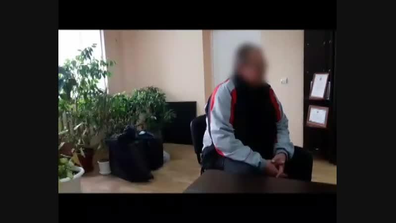 Следователи допрашивают подозреваемого в двойном убийстве мужчину Видео: СУ СК по Краснодарскому краю.