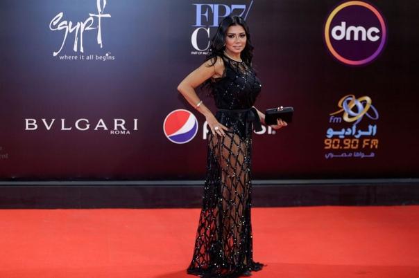 Египетской актрисе пригрозили тюрьмой за слишком прозрачное платье Египетскую актрису Ранию Юссеф обвинили в непристойном поведении после того, как она появилась на Международном кинофестивале в