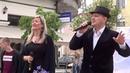 Уличные музыканты поют мировой хит 70-х