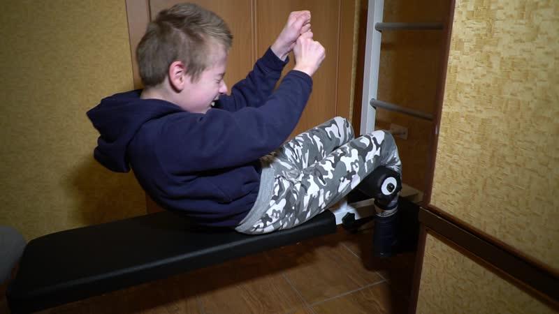 Платицын Максим занимается на шведской стенке от Зеленого мира детства, 18.01.19