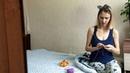 Мать-одиночка вяжет тёплые пледы, чтобы прокормить дочь