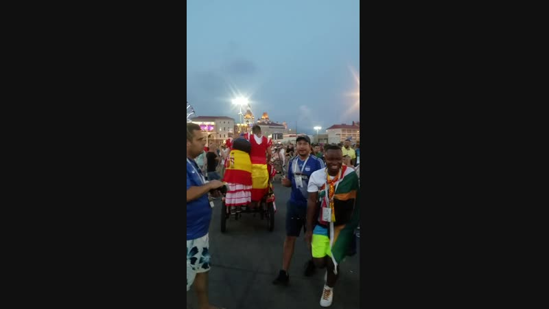 Испанцы на колеснице перед матчем Португалия 3 3 Испания в Сочи в Олимпийском парке перед Фиштом 2018 06 15