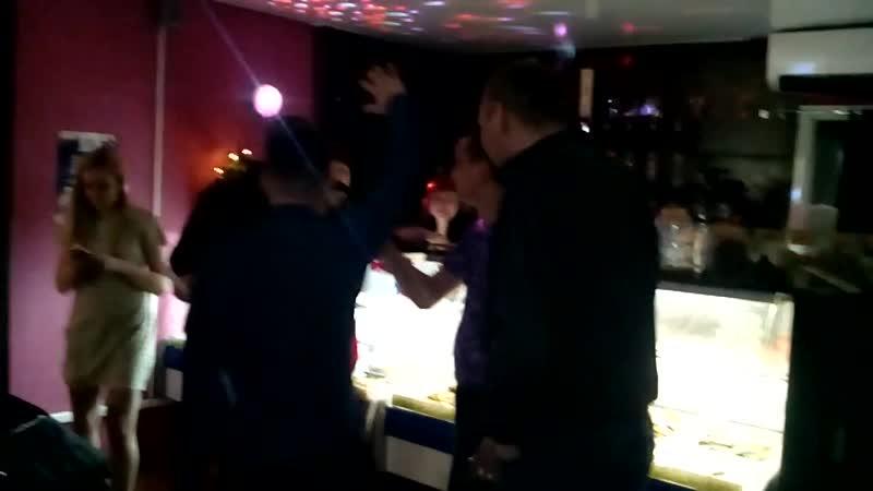 Вечеринка в стиле Свинячий Новый год в баре Loft Beer