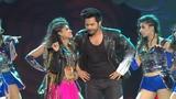 Varun Dhawan Performance 2018 Amazing Dance performance at award show
