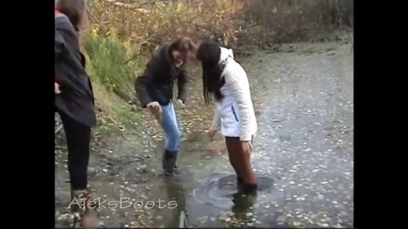 Girls Julia, Svetlana and Nastia walking in rubber boots. (07/10/15)