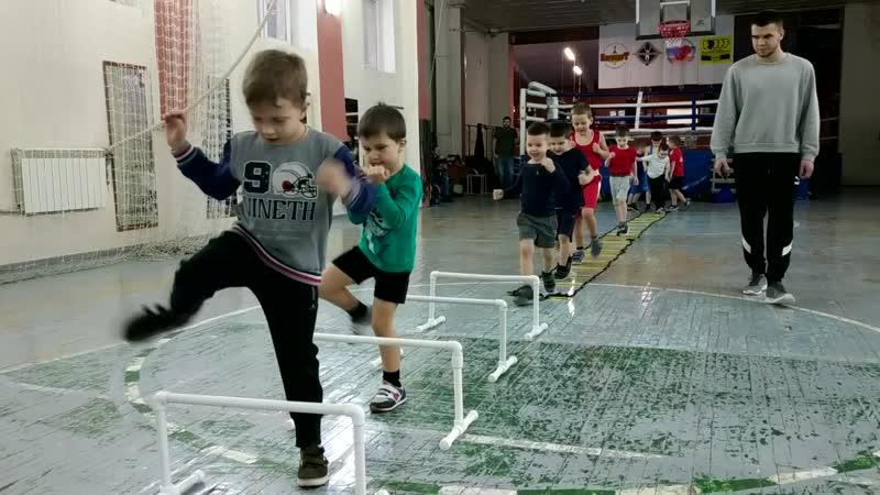 ПОБЕДОНОСЕЦ   Группа самых маленьких боксеров