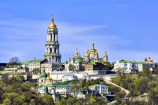 СВЯТАЯ УСПЕНСКАЯ КИЕВО- ПЕЧЕРСКАЯ ЛАВРА. Киево-Печерская Лавра (Києво-Печерська лавра) уникальная православная святыня, основанная в 1051 году монахами Антонием и Феодосием. Вся территория