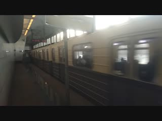 Ретро-поезд Сокольники на станции Ленинские горы (с 1990 года - Воробьёвы горы) 01.12.2018