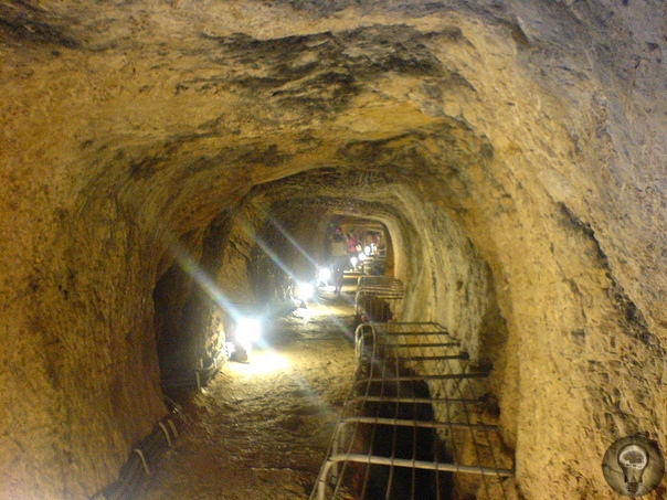 Самосский тоннель Самосский, или Эвпалинов тоннель находится на греческом острове Самос. Построил его в VI веке до нашей эры греческий инженер Эвпалин по заказу Поликрата жестокого пирата,