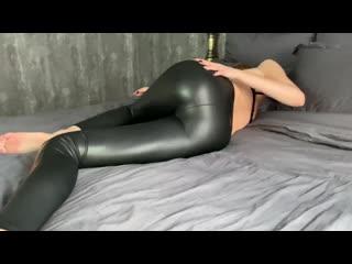 Girl dancing in wetlook leggings(russian,young,latex,keather,wetlook,leggings,ass)