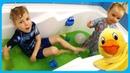 Зеленый СЛАЙМ в ванне КАТЯ И ДИМА купаются в слайме и надувают воздушные шарики на TUMANOV FAMILY