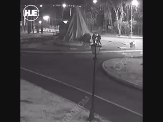В Ижевске на школьника упал кусок фонтана, парень погиб