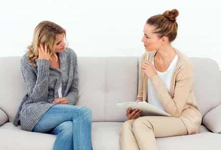 Терапия может помочь людям понять, как началась их зависимость.