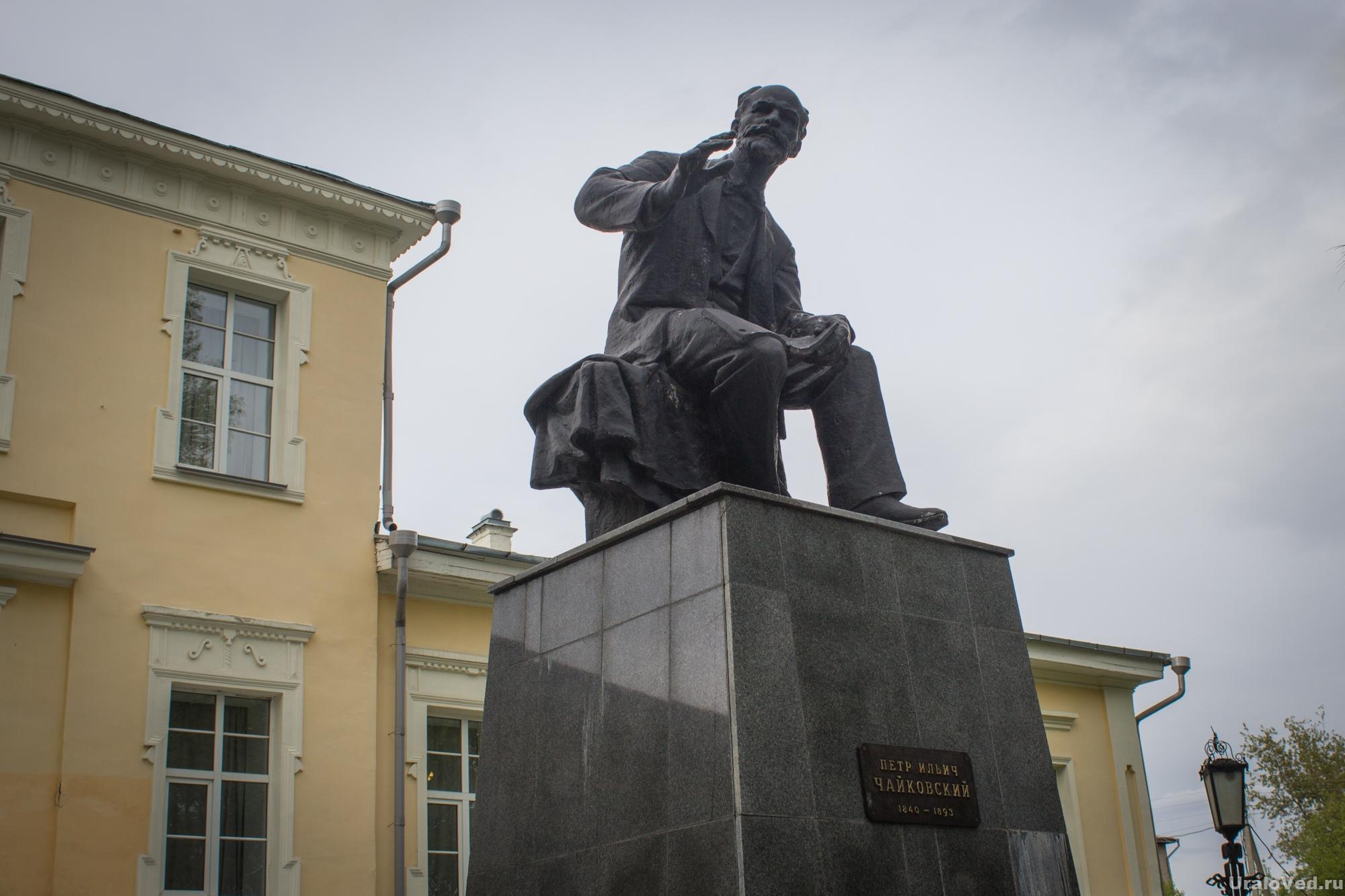 Памятник Чайковскому в Алапаевске