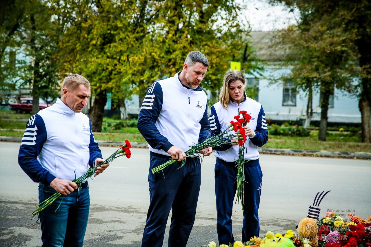 Московские спортсмены возложили цветы в память о жертвах Керченского расстрела, 21 ноября 2018