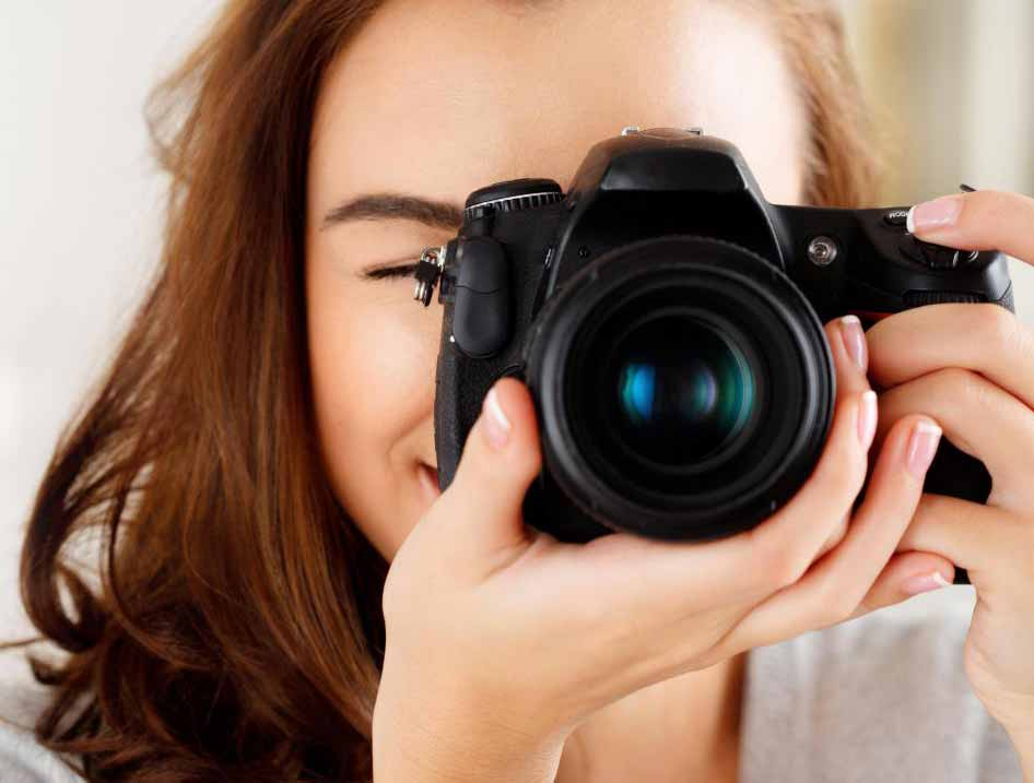 Фотографы могут использовать световую коробку для фотографирования объектов в условиях контролируемого освещения.