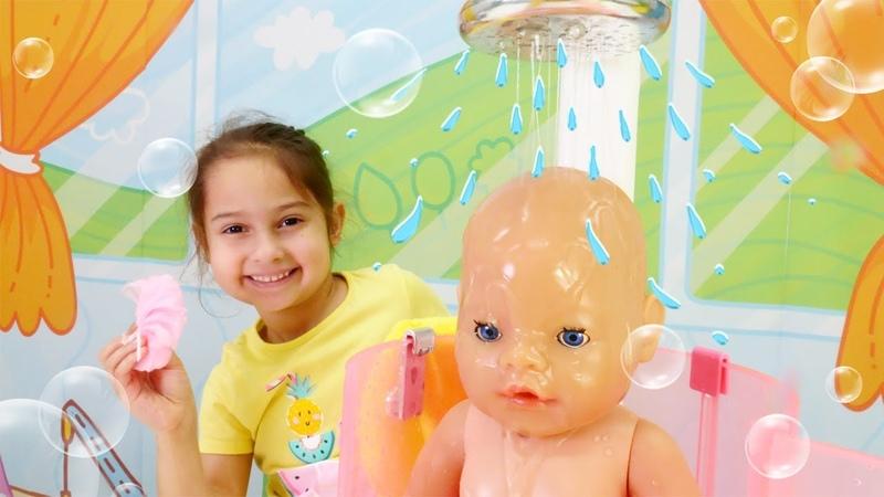 Oyuncak bebek banyo yapma videosu. Bebek kreşi oyunu