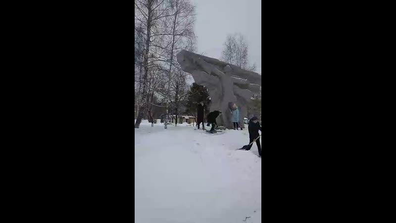 Очистка Памятник-обелиск павшим на фронтах Великой Отечественной войны рабочим комбината