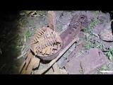 Ночные раскопки в поле. Станок, каска и ящики с патронами.That left the second world war 2