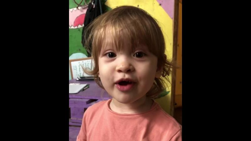 Настёна после тренировки, ей 2 года, а она уже скалолазка 🧗♂️