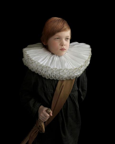 «Разум превыше материи» и «Родственные души»  проекты Сюзанн Йонгманс, которые визуально перекликаются с работами старых мастеров живописи. Для этих серий она создала сложные костюмы из использованного пластика, старых одеял и упаковочных материалов.