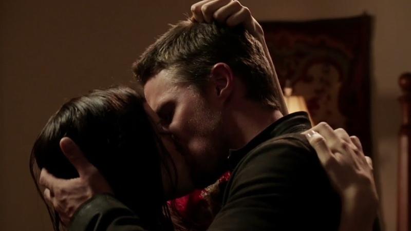 Страстный поцелуй Оливера и Хелены Бертинелли переходящий в страстный...
