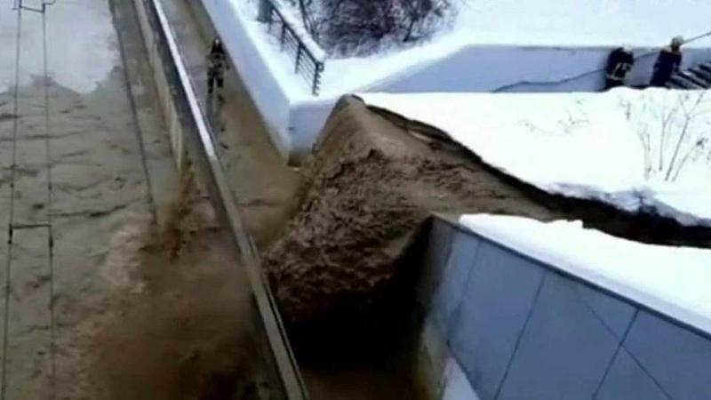 Из-за провала грунта водном изшлюзов канала имени Москвы затопило Тушинский тоннель. Новости. Первый канал