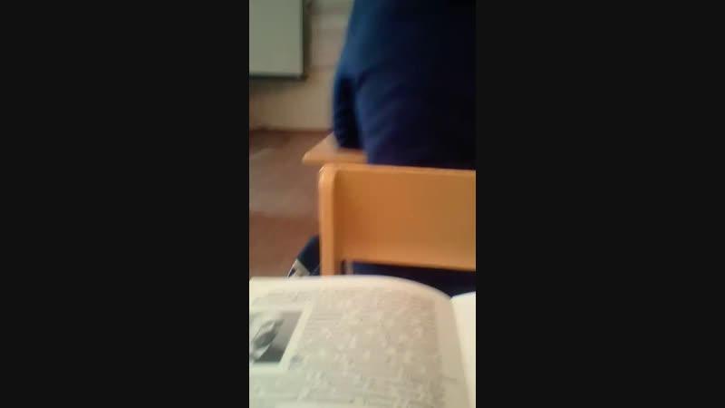 На уроке сидим
