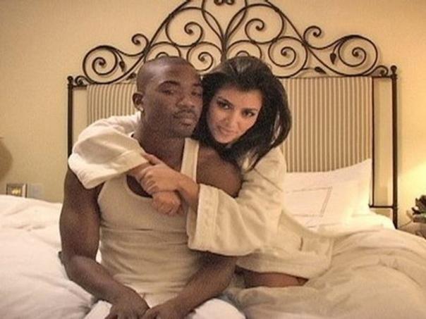 Бывший бойфренд Ким Кардашьян рассказал о сексе с ней. Что ответила Ким 38-летняя звезда реалити Ким Кардашьян (Kim Kardashian) прославилась в 2007 году, когда в Сети появилось домашнее