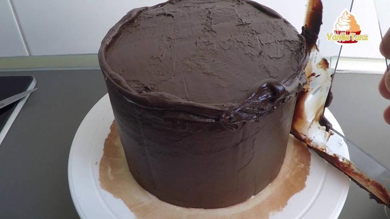 2. Teil Motivtorte / Torte mit Ganache einstreichen / Unterlage für Fondant