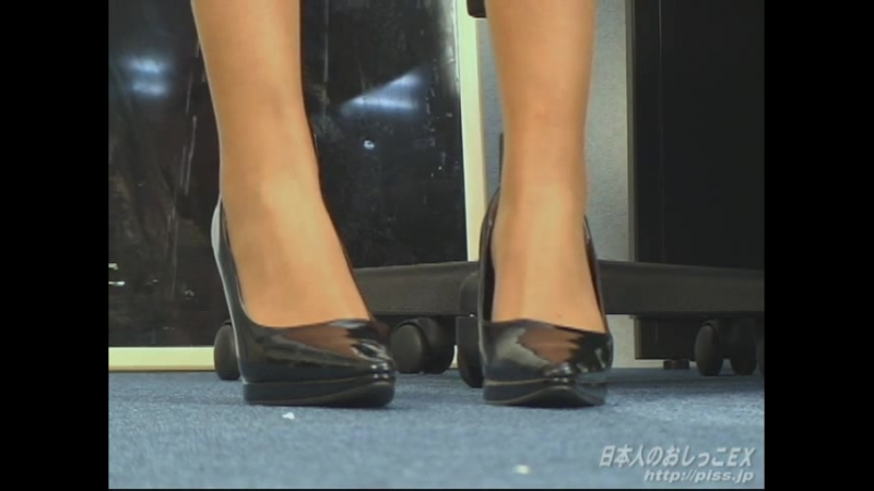 (PISS.JP) Japanese OL gets criticized for long and wets herself finally