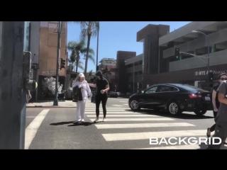 13 сентября 2018; беверли-хиллз, сша: лана со знакомой покидает ресторан «le pain quotidien»