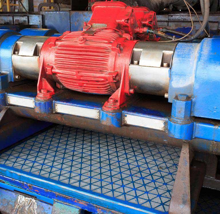 Инженеру по заканчиванию скважин, возможно, понадобится ознакомиться со сланцевыми шейкерами и другим оборудованием, используемым для очистки и переработки буровых растворов