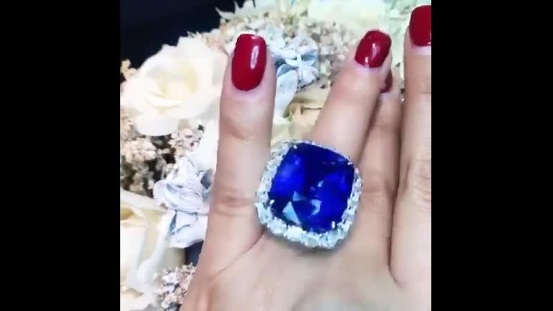 Завораживающее кольцо со сказочным сапфиром 42.13 ct