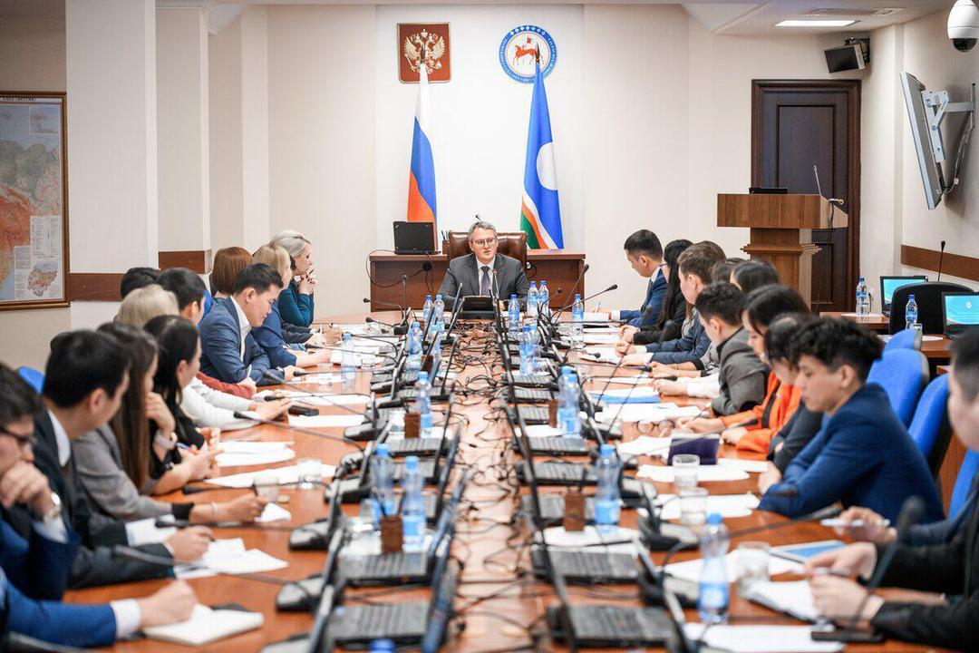Владимир Солодов встретился с членами молодежного Правительства