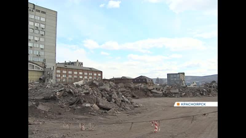 Жители домов в центре Красноярска уже несколько месяцев задыхаются от пыли со стройки